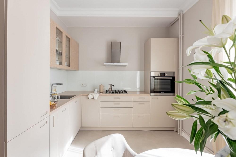Бежевый цвет на маленькой кухне