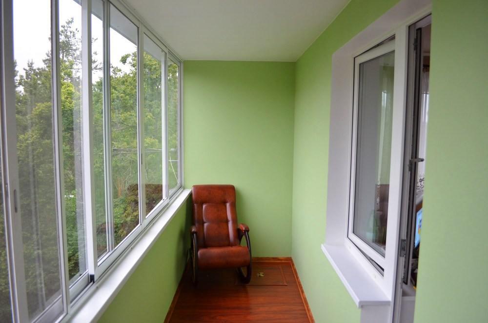 Отделка зеленой краской
