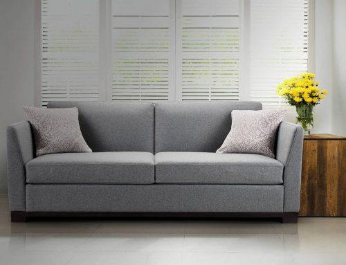 Серый диван в интерьере — сочетание с дизайном и цветами декора
