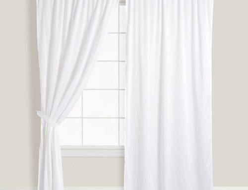 Белые шторы в интерьере гостиной и других комнат
