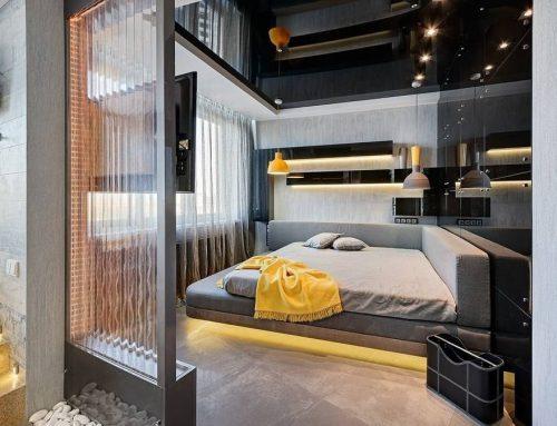 Натяжной потолок в интерьере спальни — советы от дизайнеров, к которым вы точно прислушаетесь