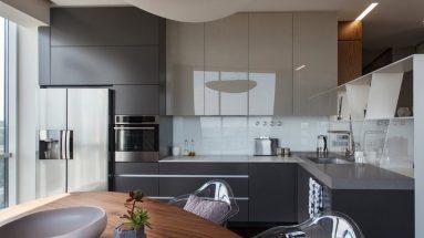 интерьер кухни в серых ненасыщенных тонах