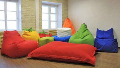 Напольная подушка в интерьере