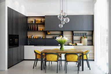 открытые верхние полки на маленькой кухне