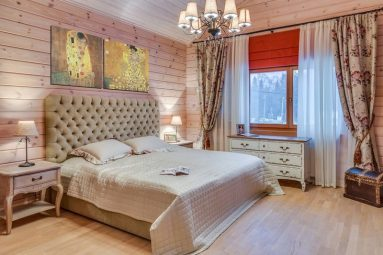 Деревянный дом в классическом стиле