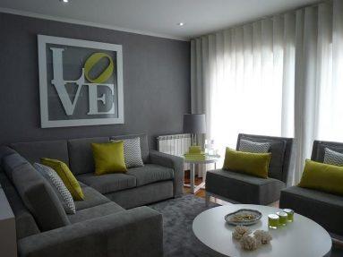 Сочетание серого и зеленого цвета в гостиной