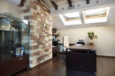 Декоративный камень в кабинете