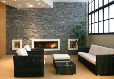 Серый декоративный камень в гостиной