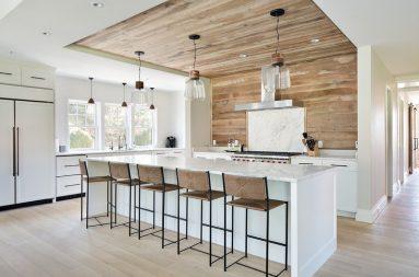 Интерьер кухни с древесиной