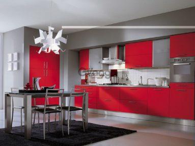Сочетание красного и серого цвета на кухне