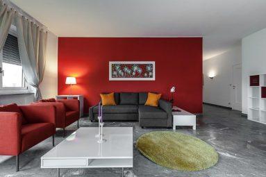 Сочетание красного и серого цвета в интерьере