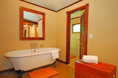 Оранжевый цвет в ванной