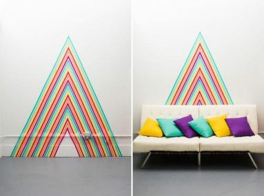 Васи лента за диваном