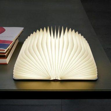 Лампа в форме книги