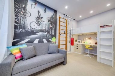 Комната с серым диваном
