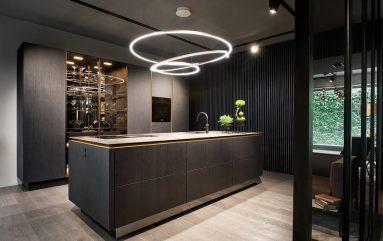 Кухня в темных цветах