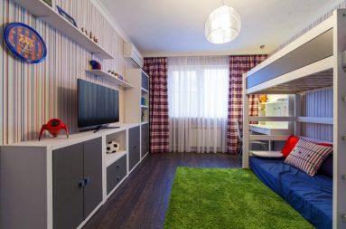 Интерьере детской комнаты с зелёным ковром