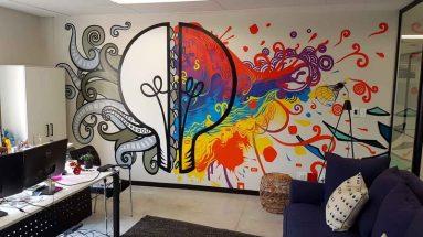 Рисунок на стене в помещении