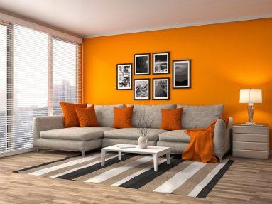 Сочетание оранжевого и серого цвета в гостиной