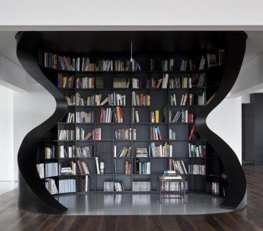 Место для отдыха с книжными полками