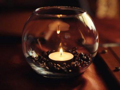 декорирование комнаты с помощью чайных свеч