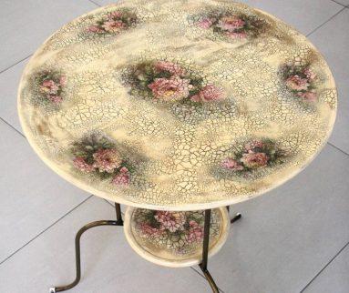 Декор стола с помощью кракелюра