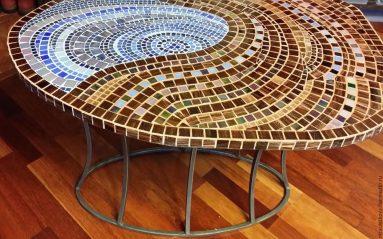 Декор стола с помощью мозаики