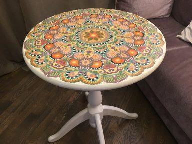 Декор стола с помощью росписи